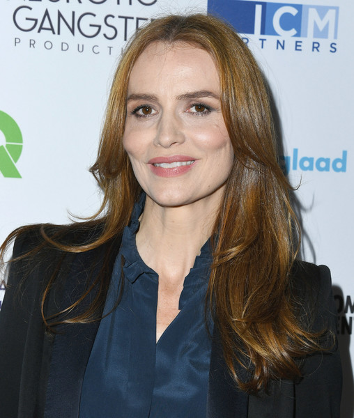 Saffron Burrows Feathered Flip [hair,beauty,human hair color,hairstyle,eyebrow,blond,chin,long hair,hair coloring,fashion model,saffron burrows,youtube space la,los angeles,california,telethon for america]