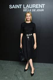 Kelly Rutherford complemented her dress with a pair of slingback pumps.