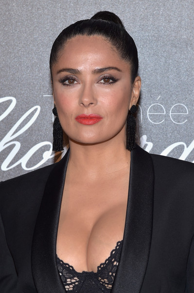 Salma Hayek Ponytail [chopard trophy photocall,hair,face,hairstyle,eyebrow,lip,beauty,black hair,chin,forehead,premiere,salma hayek,photocall,chopard trophy,hotel martinez,cannes film festival]