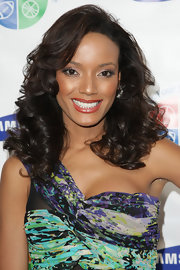 Selita Ebanks looks doe eyed with sparkling smoky eyes.