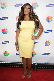 Wendy Williams paired her nude peep toe pumps with a pale yellow cocktail dress that hit her just above her knee.