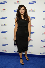 Rosie Perez kept it classic with this one-shoulder LBD at the Hope for Children Gala.