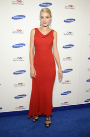 Jessica Stam looked oh-so-sophisticated in a red cowl-neck dress during the Hope for Children Gala.