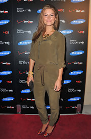 Mario Menounos accessorize her of the moment olive jumper with a pair of red python pumps at the Samsung Galaxy Tab launch. The exotic heels added spice to her covered-up look.