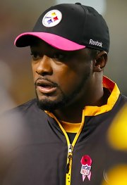 Mike Tomlin supports his team, the Steelers, with this black baseball cap.