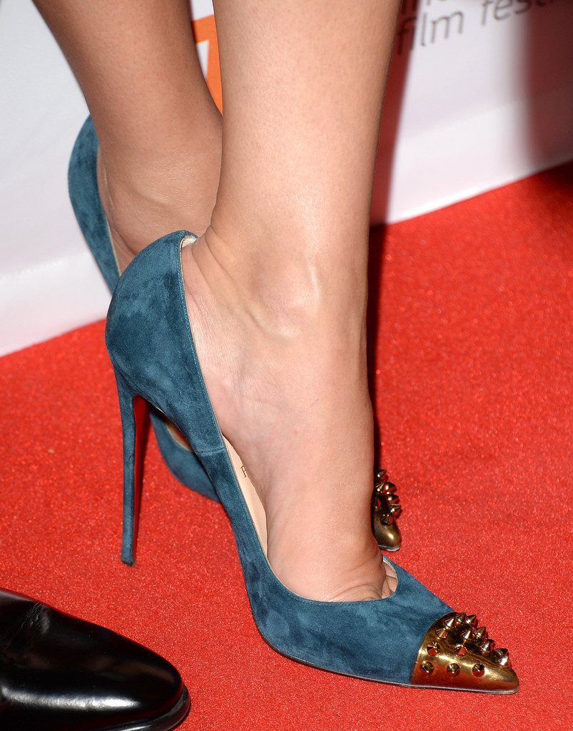 Sandra bullock stepped out on the gravity red carpet wearing fierce teal pumps with