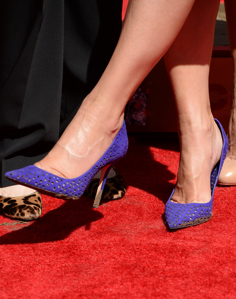 Sandra bullock didnt mind getting her purple jimmy choos dirty during her hand and