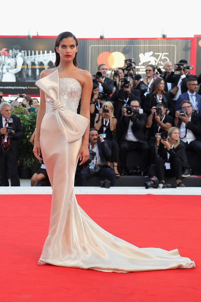 Sara Sampaio Strapless Dress [first man premiere,fashion model,flooring,gown,carpet,shoulder,dress,red carpet,fashion,joint,haute couture,vanessa redgrave,first man,sara sampaio,sala grande,opening ceremony and lifetime achievement award,red carpet,red carpet arrivals,venice film festival,opening ceremony]