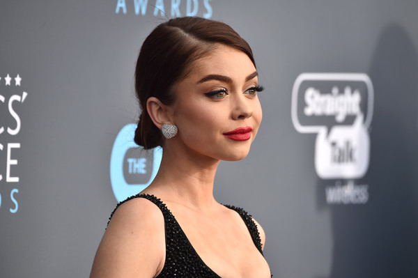 Sarah Hyland Diamond Studs [hair,face,hairstyle,skin,eyebrow,chin,beauty,cheek,lip,head,arrivals,sarah hyland,santa monica,california,barker hangar,annual critics choice awards]