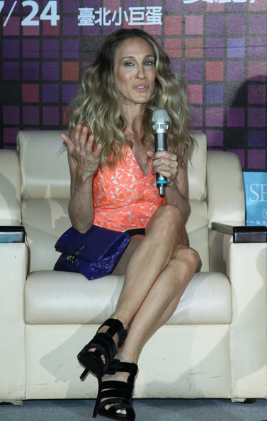 Sarah Jessica Parker Envelope Clutch [sarah jessica parker press conference,producer,leg,thigh,lady,human leg,fashion,sitting,blond,footwear,long hair,shorts,taipei,american,china,taiwan,china out,press conference]