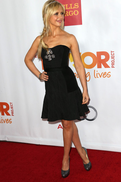 Sarah Michelle Gellar Strapless Dress [clothing,dress,cocktail dress,little black dress,carpet,shoulder,strapless dress,red carpet,premiere,footwear,sarah michelle gellar,jane lynch,toyota for the trevor project - arrivals,trevorlive la,hollywood palladium,california,toyota,trevor project]