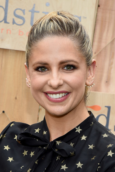 Sarah Michelle Gellar Ponytail [hair,face,hairstyle,eyebrow,blond,forehead,chin,beauty,smile,lip,sarah michelle gellar,foodstirs co-founder,foodstirs celebrate exclusive cupcake kit,pacific palisades,california,gilt,gilt foodstirs exclusive cupcake kit celebration]