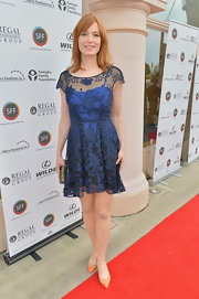 Alicia Witt looked classy and sophisticated in an ombre, midnight blue frock that featured a floral mesh overlay.