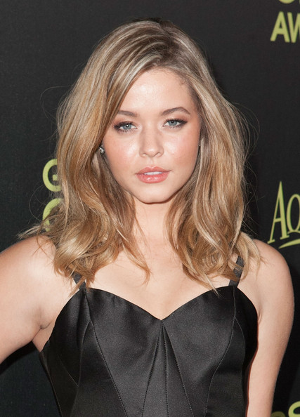 Sasha Pieterse Long Wavy Cut