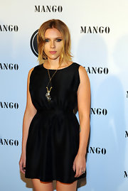Scarlett showed off a cute day dress while hitting the Mango Fashion Awards.