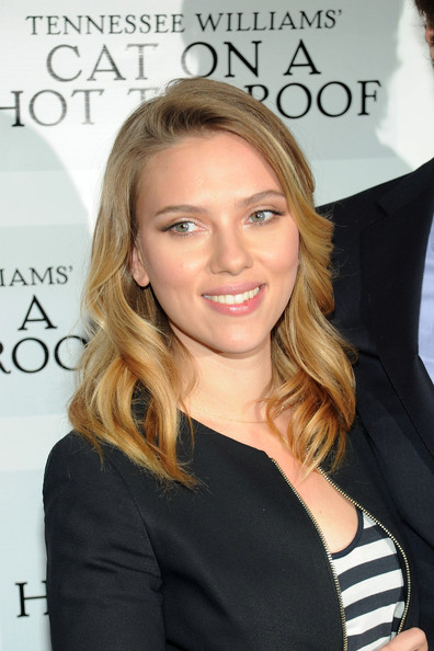 Scarlett Johansson Medium Wavy Cut