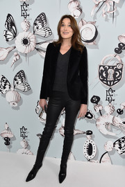 Carla Bruni-Sarkozy smartened a casual V-neck tee with a black velvet blazer for the Schiaparelli Couture fashion show.