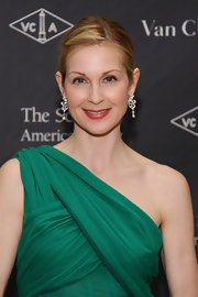 Kelly Rutherford attended the 2012 School of American Ballet Winter Ball wearing a muted gold raspberry lipstick.