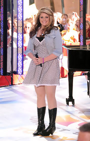 Lauren wore a floral print day dress under her light denim jacket while performing on the 'Today' show.
