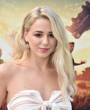 Chloe Lukasiak wore long blonde waves when she attended the screening of 'The Darkest Minds.'