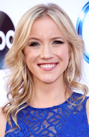 Jessy Schram wore her hair in lovely piecey waves during the 'Once Upon a Time' season 4 screening.