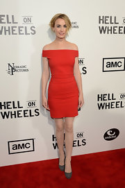 Dominique McElligott was red hot in this minimal off-the-shoulder dress.