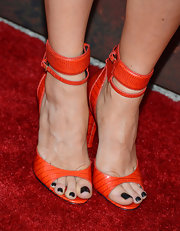 Natalie Zea added some color to her red carpet look with these burnt orange sandals with a thick ankle strap.