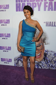 Shannon looks stunning in a baby blue one-shoulder cocktail dress for the new Tyler Perry movie.