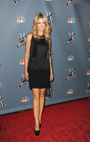 Delta Goodrem chose this Art Deco-style fringe dress for her red carpet look at 'The Voice' Season 4 premiere.