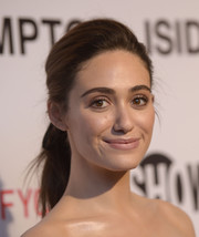 Emmy Rossum polished off her beauty look with a subtle pink lip.