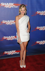 Sara Paxton accessorized her one-shoulder white dress with the beaded 'So Posh' box clutch.