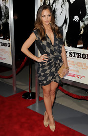 Minka Kelly looked lovely in a pair of nude platform peep toes.