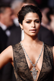 Camila Alves stunned with this ultra-luxe Lorraine Schwartz diamond pendant necklace at the 'Sea of Trees' premiere in Cannes.