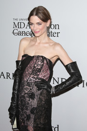 Jaime King teamed full-sleeve leather gloves with a strapless lace gown for some goth drama at the Parker Institute for Cancer Immunotherapy launch.