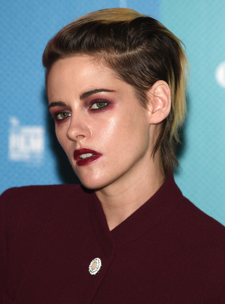 Kristen Stewart finished off her beauty look with a bold red lip.