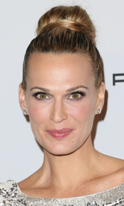 Molly Sims was retro-chic with this high bun at the Baby2Baby Gala.