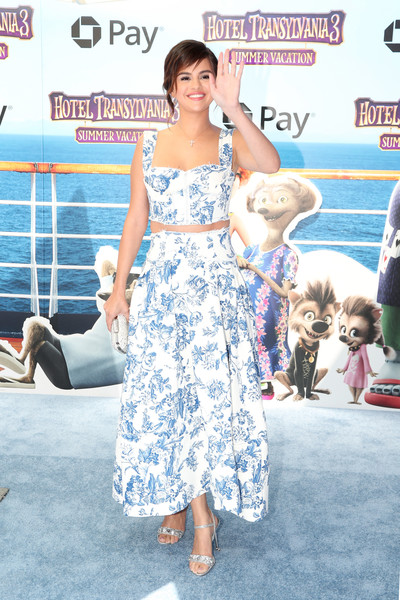 Selena Gomez Crop Top [hotel transylvania 3: summer vacation,film,flooring,shoulder,carpet,girl,fashion,joint,product,trunk,red carpet,series,selena gomez,arrivals,carpet,sony pictures animation,columbia pictures,summer vacation,world premiere,selena gomez,hotel transylvania 3: summer vacation,red carpet,premiere,hotel transylvania series,sony pictures animation,film,columbia pictures,sony pictures]