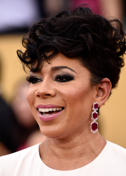 Selenis Leyva Short Curls [hair,face,eyebrow,hairstyle,facial expression,chin,skin,beauty,forehead,black hair,arrivals,selenis leyva,screen actors guild awards,los angeles,california,the shrine auditorium]