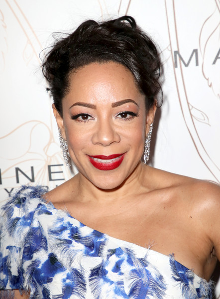 Selenis Leyva Messy Updo [hair,face,hairstyle,lip,eyebrow,skin,beauty,shoulder,chin,forehead,nominees,selenis leyva,screen actors guild awards,california,los angeles,chateau marmont,new york,entertainment weekly hosts celebration,maybelline,nominees celebration]