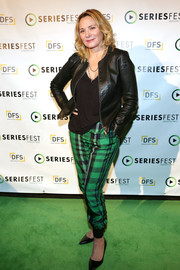 Kim Cattrall topped off her outfit with a black leather jacket.