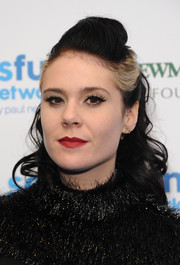 Kate Nash sported a cool curly ponytail with a pompadour top when she attended the SeriousFun London Gala.