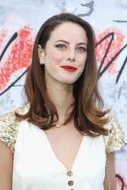Kaya Scodelario sported a side-parted hairstyle with flippy ends at the Serpentine Summer Party 2018.