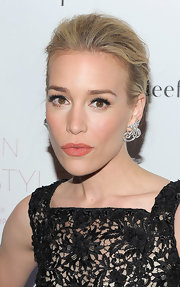Piper Perabo gave her lace-clad dress an elegant twist with diamond drop earrings.