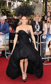 SJP's dramatic gown was perfectly paired with black lace-detailed, platform pumps with delicate ankle straps.