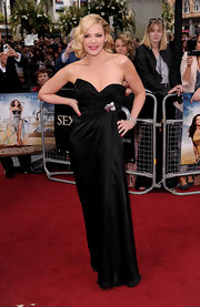 Kim Cattrall showed off her 1920's diamond bracelet in platinum and 1930's diamond covered watch in platinum.