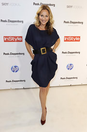While hitting the Sex and the City premiere, Caroline showed off a navy blue dress.