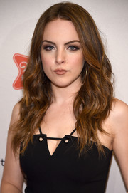 Elizabeth Gillies framed her pretty face with this lush wavy hairstyle for the 'Sex&Drugs&Rock&Roll' season 2 premiere.