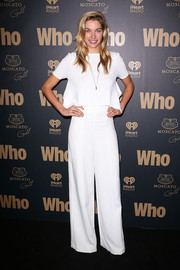 Jessica Hart chose a simple yet trendy boxy white crop-top for the WHO Sexiest People Party.