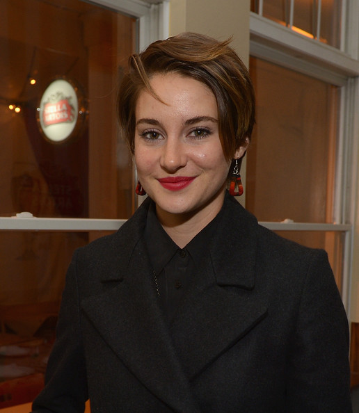 Shailene Woodley Short Side Part [white bird in a blizzard,hair,face,lip,eyebrow,hairstyle,beauty,fashion,blond,smile,official,stella artois,shailene woodley,the village at the lift,park city,utah,party]