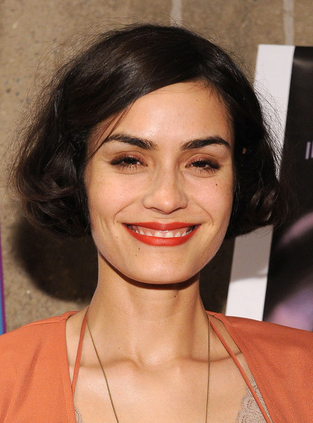 Shannyn Sossamon Curled Out Bob